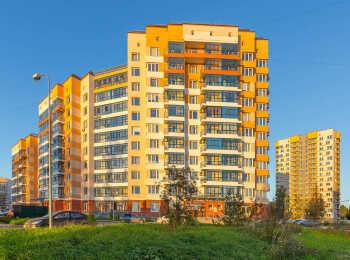 Яркий фасад жилого корпуса